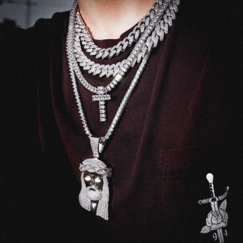 Giant Jesus Pendant Necklace in White Gold 1